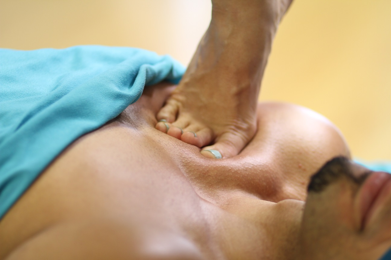 San-Antionio-barefoot-sports-massage-pecs
